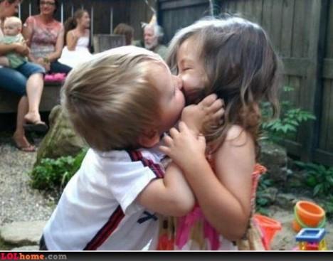 Gambar Lucu : Baby Hot Kiss » Cium kiss